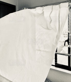 カーテン越しの風の写真・画像素材[1856129]
