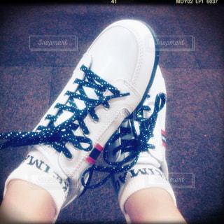 赤白と青の靴の写真・画像素材[1786301]
