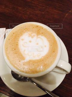 テーブルの上のコーヒー カップの写真・画像素材[1785371]