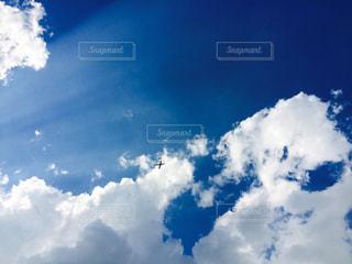 青い空には雲のグループの写真・画像素材[1785375]