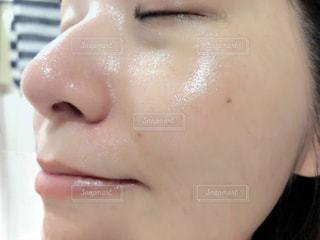 お風呂上がりの肌の写真・画像素材[2129652]