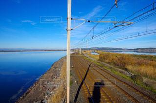 線路と湖の写真・画像素材[1784856]