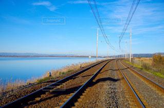 線路と湖の写真・画像素材[1784857]