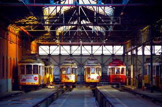 路面電車と倉庫の写真・画像素材[1785495]