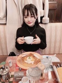 紅茶を飲む女性の写真・画像素材[3990155]