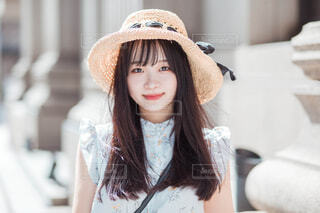 帽子をかぶった女性の写真・画像素材[4605533]