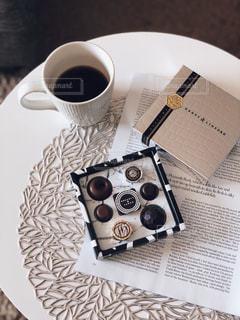 テーブルの上のコーヒー カップの写真・画像素材[1785426]