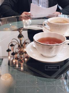 テーブルの上のコーヒー カップの写真・画像素材[1785479]