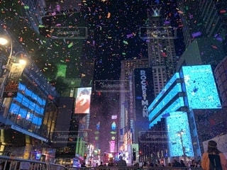 タイムズスクエアでのパレードフィナーレの写真・画像素材[2432974]