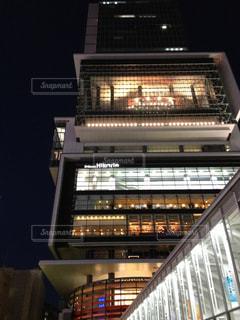 建物は夜ライトアップの写真・画像素材[1811299]