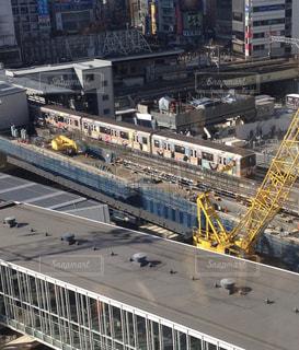 渋谷ヒカリエから見たくまモンの電車の写真・画像素材[1818119]