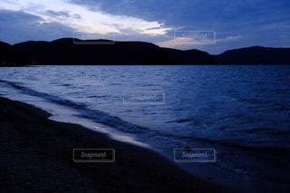 猪苗代湖の夕暮れの写真・画像素材[2828344]