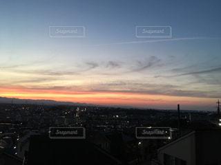 夕暮れ時の都市の景色の写真・画像素材[1797413]