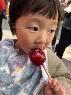 りんご飴たべて口の周りべたべたに。。。の写真・画像素材[1829818]