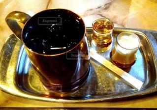 テーブルの上のコーヒー カップの写真・画像素材[1791810]