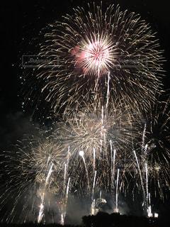 夜空の花火の写真・画像素材[1806697]