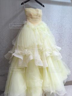 黄色のウェディングドレスの写真・画像素材[1806703]