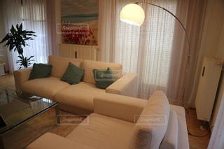 家具とリビングルームの写真・画像素材[2890862]