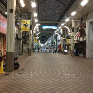夜の元町商店街の写真・画像素材[1812201]