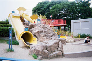 黄色い滑り台の公園の写真・画像素材[1853440]