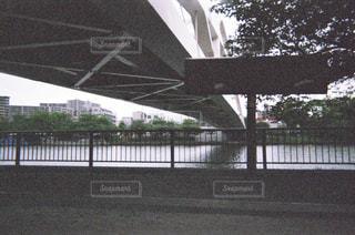 橋の下の写真・画像素材[1853463]
