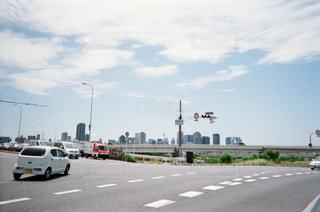 車の運転の高速道路の横の道をの写真・画像素材[1853584]