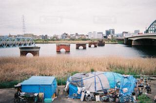 水の体に架かる橋の写真・画像素材[4123188]
