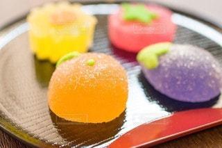 お盆の上の和菓子の写真・画像素材[3599828]