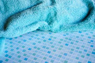 ブルーのバスタオルの写真・画像素材[2137880]