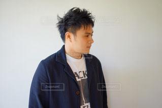 若い男性の横顔の写真・画像素材[2138854]