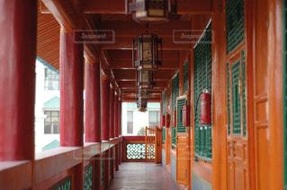 学校の廊下からの写真・画像素材[1800366]