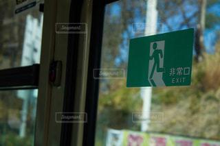 バスの非常口標識の写真・画像素材[1823323]