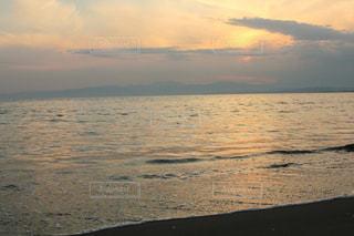 鎌倉の夕方の海の写真・画像素材[1858740]