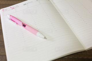 スケジュール帳とペンの写真・画像素材[1998418]
