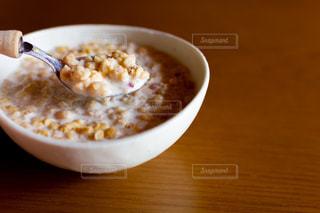 朝食のグラノーラの写真・画像素材[2021138]