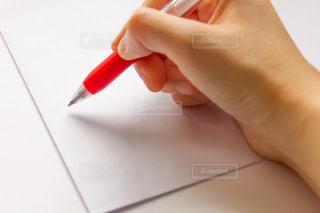 白封筒と朱書きの写真・画像素材[2065858]