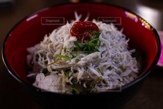 和歌山加太の釜しらす丼の写真・画像素材[2094918]