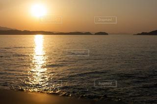 加太の海と夕日の写真の写真・画像素材[2094970]