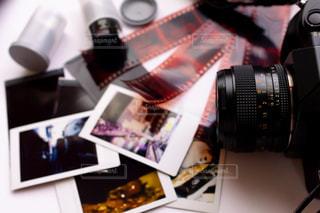 フィルムカメラとネガの写真・画像素材[2182469]