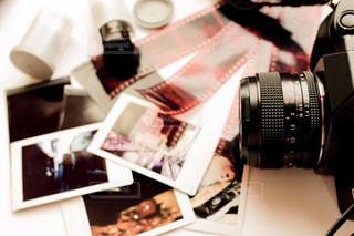 フィルムカメラと写真とネガとの写真・画像素材[2182518]