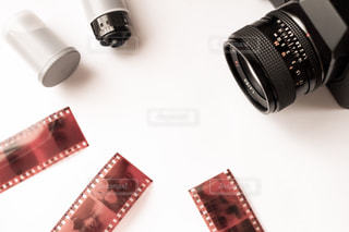 フィルムカメラとネガの写真・画像素材[2239198]