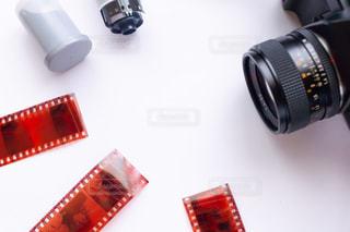 フィルムカメラとネガフィルムの写真・画像素材[2239201]