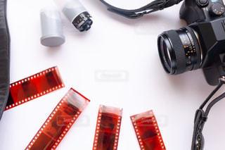 フィルムカメラとネガの写真・画像素材[2239202]
