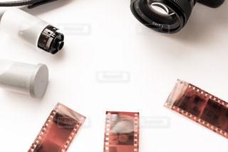 フィルムカメラとネガの写真・画像素材[2239220]