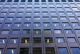 ビルの窓の写真・画像素材[2247259]