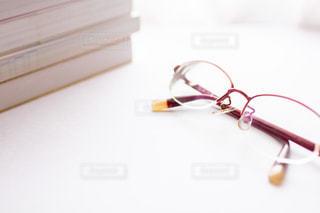 本と眼鏡の写真・画像素材[2388964]