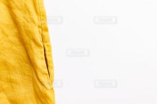 麻のワンピースのダブルポケットの写真・画像素材[2389040]