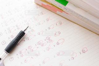 参考書とノートとボールペンの写真・画像素材[2389073]