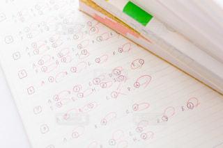 参考書とノートで勉強するの写真・画像素材[2389074]