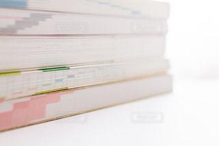 積み重ねた参考書の写真・画像素材[2389082]